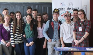 Dialog despre provocările migrației între voluntarii Alternative Sociale și elevii de la I.C.Ștefănescu